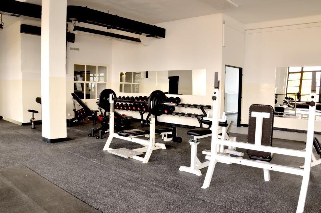Volné váhy (1) - Fitness Kasárna Přelouč