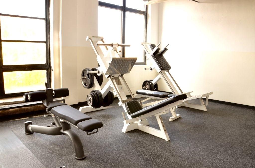 Volné váhy (2) - Fitness Kasárna Přelouč